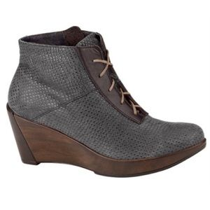 Naot Nadine Lace Up Wedge Bootie. Size 39 US 8